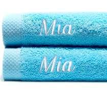 Himmelsk deilige og luksuriøst myke håndklær. Takket være bomullens absorberende natur, tørker de på kort tid.  100x150 cm, 100% bomull  <i>Bestill en enda finere gave med samme navn og farge. Dette er et sett med 2 identiske, så du alltid har et for hånden.</i>