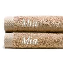 Himmelsk deilige og luksuriøst myke håndklær. Takket være bomullens absorberende natur, tørker de på kort tid.  70x140 cm, 100% bomull  <i>Bestill en enda finere gave med samme navn og farge. Dette er et sett med 2 identiske, så du alltid har et for hånden.</i>