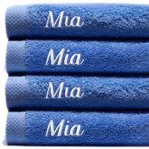 Himmelsk deilige og luksuriøst myke håndklær. Takket være bomullens absorberende natur, tørker de på kort tid. Dette er et sett med 2 identiske strandhåndklær, så du alltid har et for hånden.   100x150 cm, 100% bomull