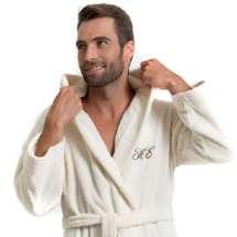 Deilig, varm og absorberende badekåpe med hette i 100% bomull, med broderte initialer eller navn.  Kombiner gjerne badekåpen med håndklær i samme farger fra vår frottéserie Pure Exclusive.