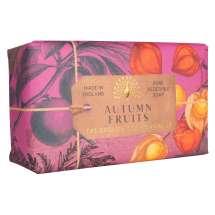 The English Soap Company feirer 20-årsjubileum for såpeproduksjon. Jubileumsamlingen bruker moderne design og et variert utvalg av deres mest populære duftsåper. Et herlig såpestykke med pleiende ingredienser, blant annet Sheasmør som er kjent for sine fuktighetsgivende egenskaper. Dufter fantastisk! Innpakket i vakkert, flott og moderne designet papir.<br/> En fuktighetsgivende sheasmørsåpe med varm dyp fruktig parfyme med noter av appelsin, ananas og rabarbra, stemningsfull som en engelsk hekk på høsten.<br/><br/>