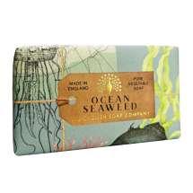 The English Soap Company feirer 20-årsjubileum for såpeproduksjon. Jubileumsamlingen bruker moderne design og et variert utvalg av deres mest populære duftsåper. Et herlig såpestykke med pleiende ingredienser, blant annet Sheasmør som er kjent for sine fuktighetsgivende egenskaper. Innpakket i vakkert, flott og moderne designet papir.<br/> Såpen har en luksuriøs og dyp duft som vil minne deg om en frisk bris fra Nordsjøen på en kald, forblåst dag. Inneholder ekte tang som hjelper til med å eksfoliere huden og skape en autentisk duft.<br/><br/>