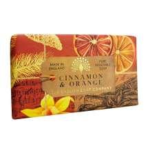 The English Soap Company feirer 20-årsjubileum for såpeproduksjon. Jubileumsamlingen bruker moderne design og et variert utvalg av deres mest populære duftsåper. Et herlig såpestykke med pleiende ingredienser, blant annet Sheasmør som er kjent for sine fuktighetsgivende egenskaper. Dufter fantastisk! Innpakket i vakkert, flott og moderne designet papir.<br/> Såpe full av aromaer av sitrusfrukt og krydder. En festduft eller en varm luksuriøs duft som oser av dekadens.<br/><br/>